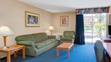Baymont Inn & Suites Florida Mall Suite
