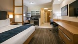 Best Western Plus Sawridge Suites Room
