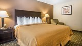 Quality Inn & Suites - Decorah Room