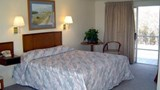 Hyannis Holiday Motel Suite