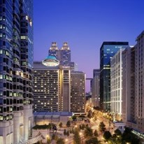 Hotels Near  W Peachtree St Nw