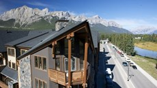 Rundle Cliffs Lodge