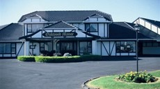 Oakwood Manor Motor Inn