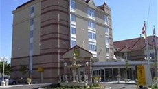 Monte Carlo Inn Airport Suites