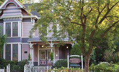 Hennessey House Bed & Breakfast