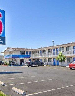 Motel 6 Fresno Blackstone North