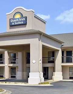 Days Inn and Suites Fort Valley