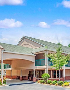 Days Inn & Suites Peachtree City