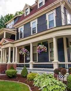 Carriage House Bed & Breakfast