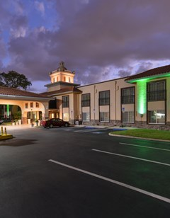 Holiday Inn & Suites Tampa North