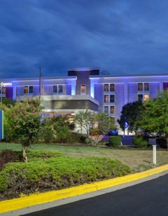 Holiday Inn Express DC East- Andrews AFB