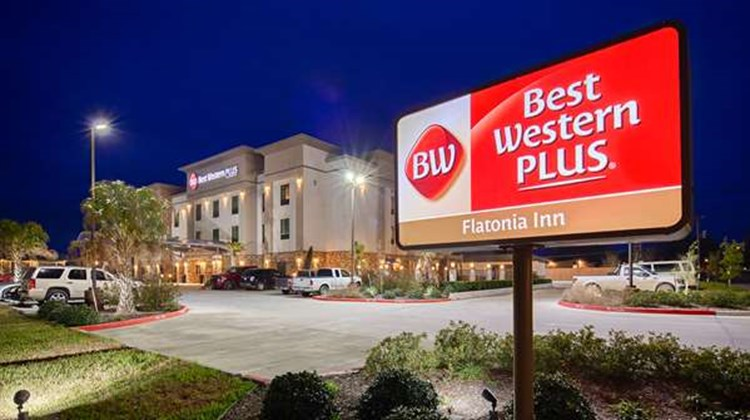 Best Western Plus Flatonia Inn Exterior