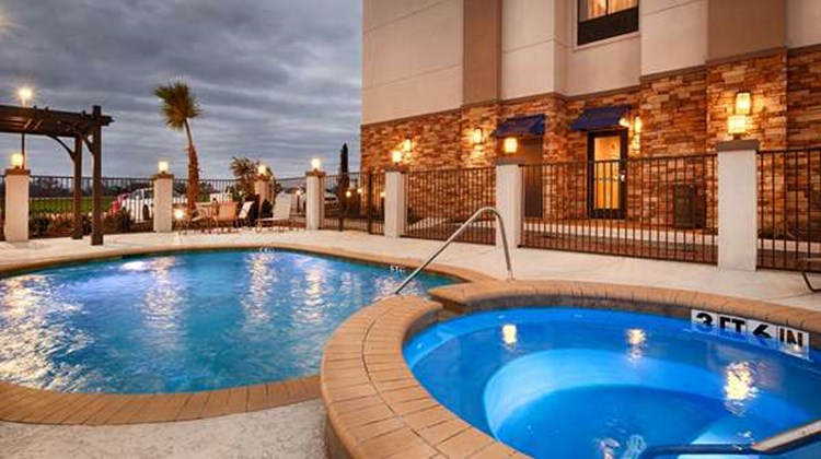 Best Western Plus Flatonia Inn Pool