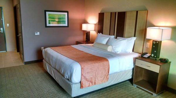 Best Western Plus Flatonia Inn Room