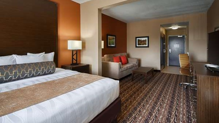 Best Western Plus Elmendorf Hotel Suite
