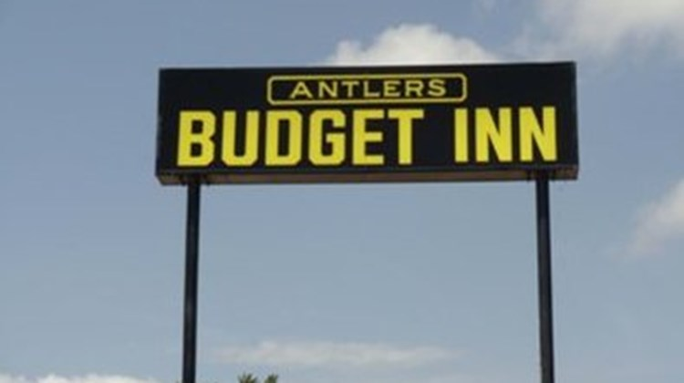 Antlers Budget Inn Exterior