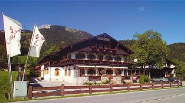 romantik hotel de alpenhof images videos deluxe bayrischzell germany hotels travel weekly. Black Bedroom Furniture Sets. Home Design Ideas