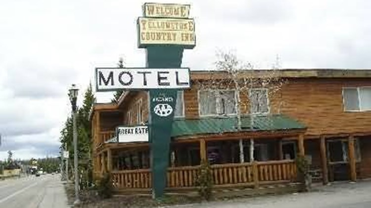 Yellowstone Country Inn Exterior