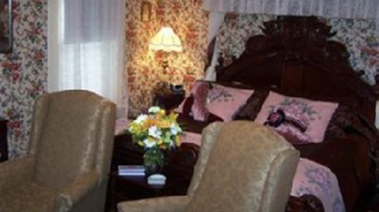 Alling House Bed & Breakfast Room
