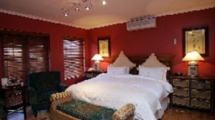 40 Winks Luxury Guest House Room