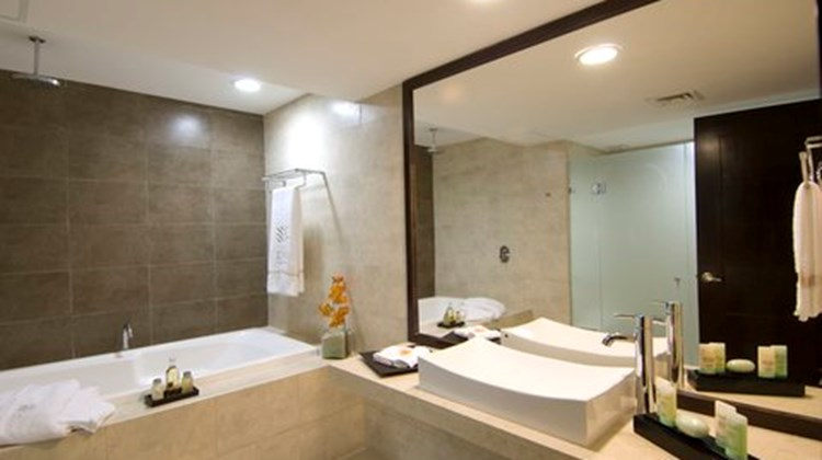 Aldea Thai Luxury Condohotel Room