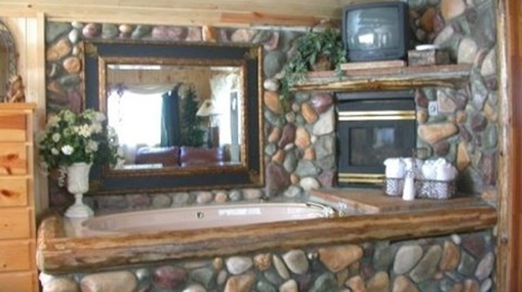 Black Forest Lodge & Cabins Suite