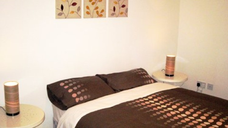 Arinza Apartments Liverpool Room