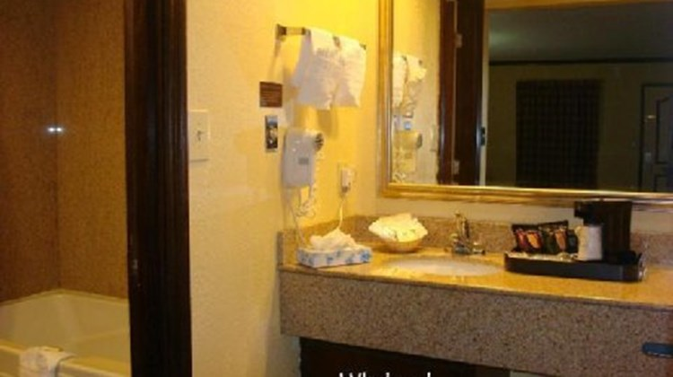 Antioch Quarters Inn & Suites Spa