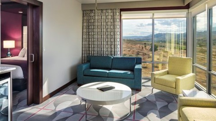 12 Tribes Resort & Casino Suite
