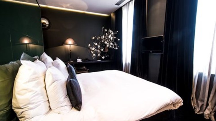Les Nuits Hotel Room