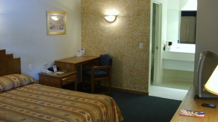 American Inn Hotel And Suites Room