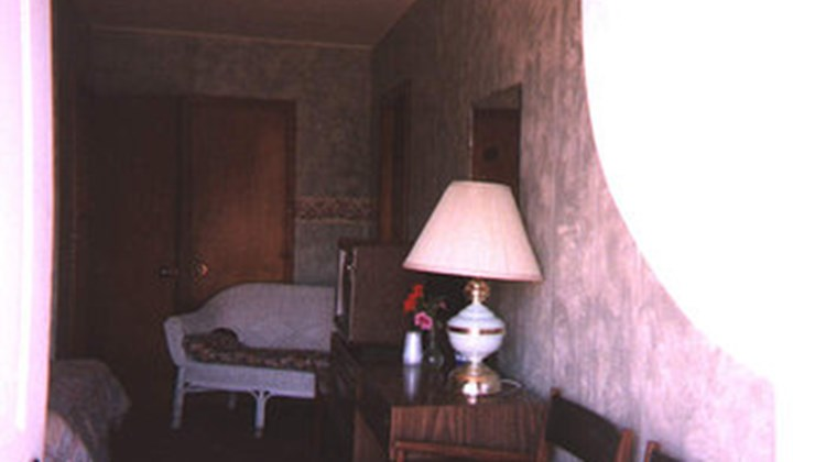 45th Parallel Motel Room