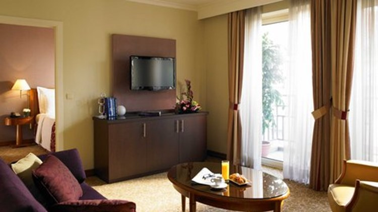 Marriott Exec Apts European Quarters Room