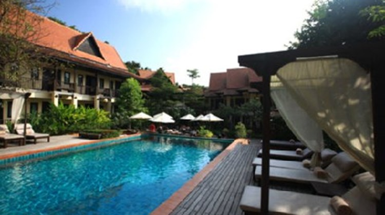 B2 Ayatana Premier Hotel & Resort Pool