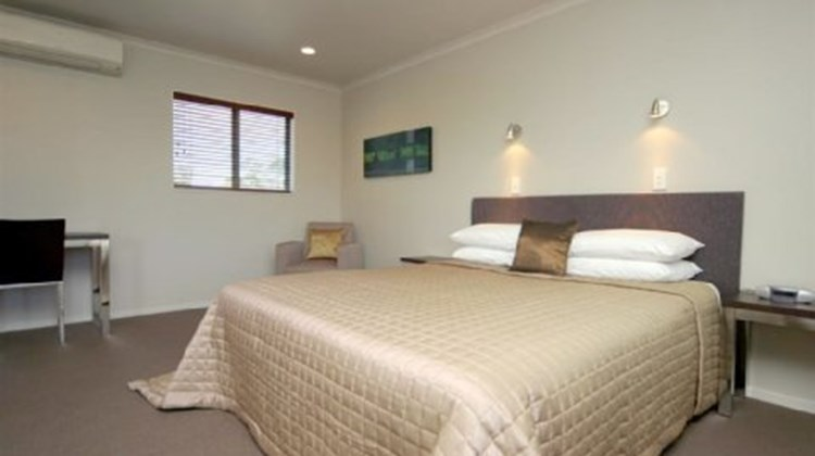Aveda Motor Lodge Room