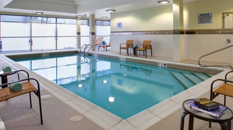 Courtyard by marriott london ontario first class london for Find hotels in london