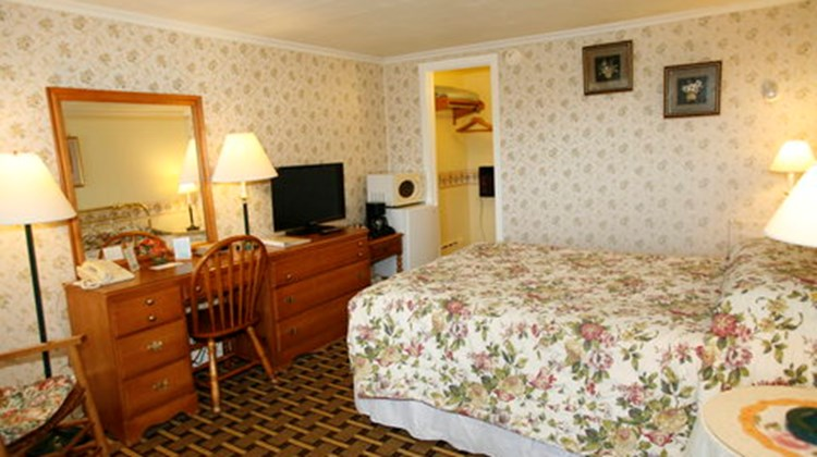 Bennington Motor Inn Room