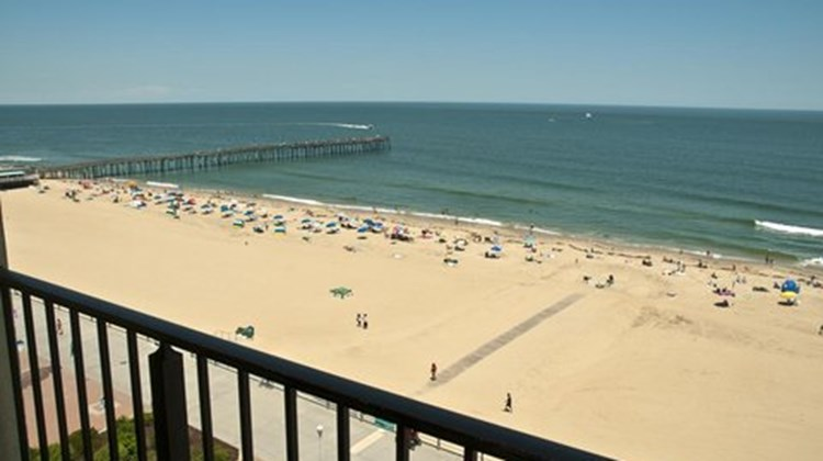 Surfside oceanfront inn and suites virginia beach va for Fish bones va beach
