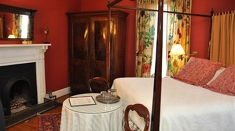 200 South Street Inn Room