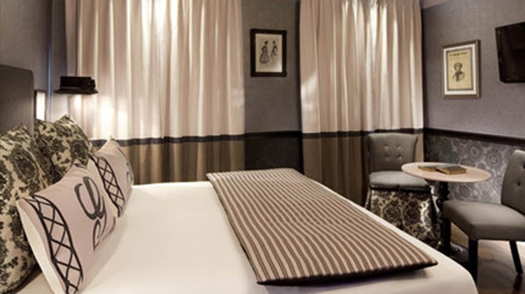 les plumes hotel paris images videos first class paris france hotels travel weekly. Black Bedroom Furniture Sets. Home Design Ideas