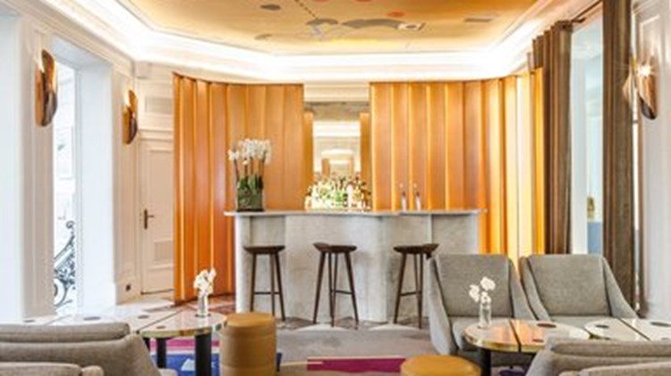 Vernet hotel a design hotel images videos deluxe paris for Design hotels france
