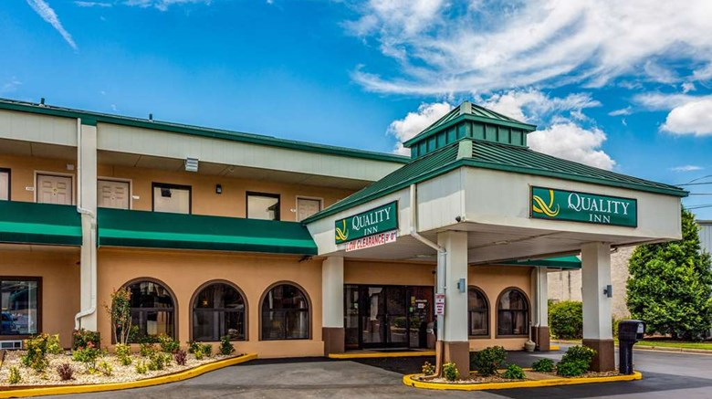 "Quality Inn Bowling Green Exterior. Images powered by <a href=""http://web.iceportal.com""  target=""_blank"">Ice Portal</a>."