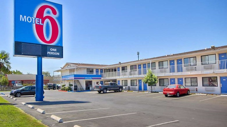"Motel 6 Fresno Blackstone North Exterior. Images powered by <a href=""http://web.iceportal.com""  target=""_blank"">Ice Portal</a>."