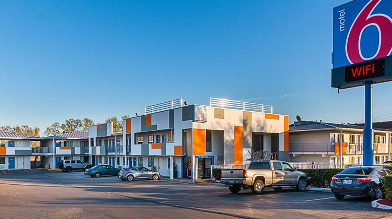 "Motel 6 Austin South Exterior. Images powered by <a href=""http://web.iceportal.com""  target=""_blank"">Ice Portal</a>."
