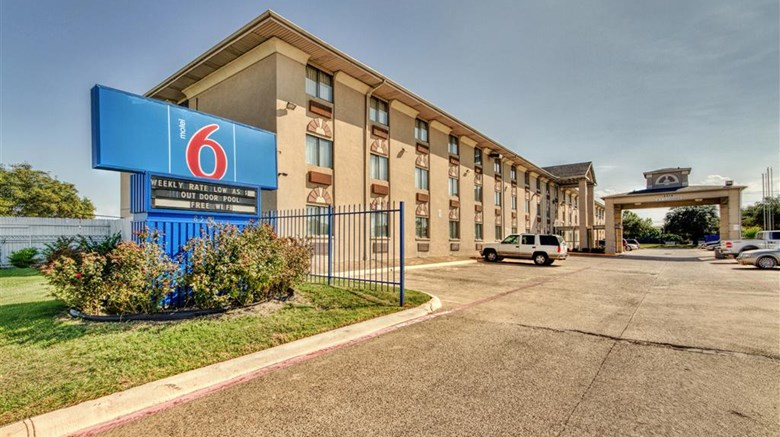 "Motel 6 Dallas Exterior. Images powered by <a href=""http://web.iceportal.com""  target=""_blank"">Ice Portal</a>."