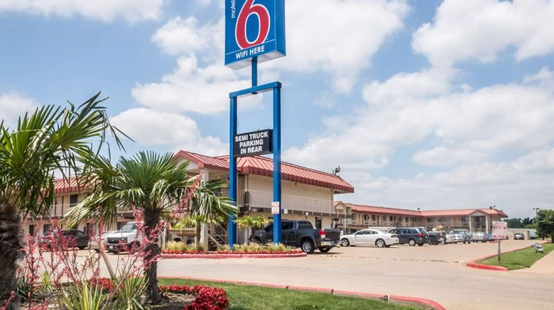 "Motel 6 Mesquite Exterior. Images powered by <a href=""http://web.iceportal.com""  target=""_blank"">Ice Portal</a>."