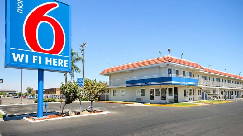 "Motel 6 Fresno Blackstone Exterior. Images powered by <a href=""http://web.iceportal.com""  target=""_blank"">Ice Portal</a>."