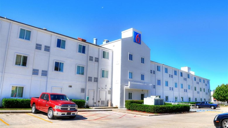 "Motel 6 New Orleans East Exterior. Images powered by <a href=""http://web.iceportal.com""  target=""_blank"">Ice Portal</a>."