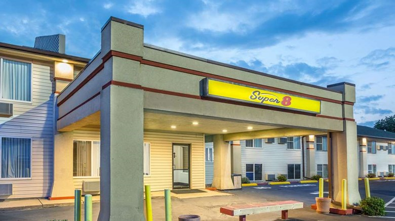 "Super 8 North Sioux City Exterior. Images powered by <a href=""http://web.iceportal.com""  target=""_blank"">Ice Portal</a>."