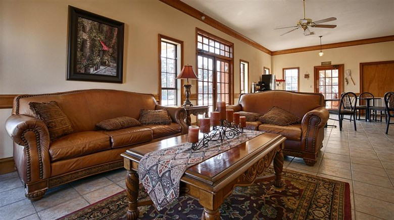 "Best Western Inn of Jasper Lobby. Images powered by <a href=""http://web.iceportal.com""  target=""_blank"">Ice Portal</a>."